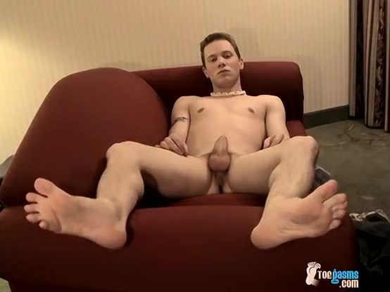 Rubbing male feet tube gay this sporty and beautiful youthful guy from
